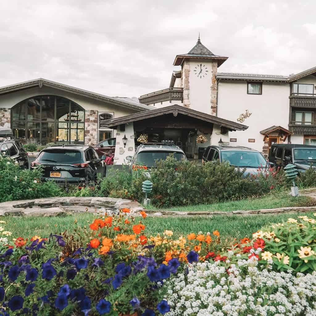Golden Arrow Lakeside Resort frontyard