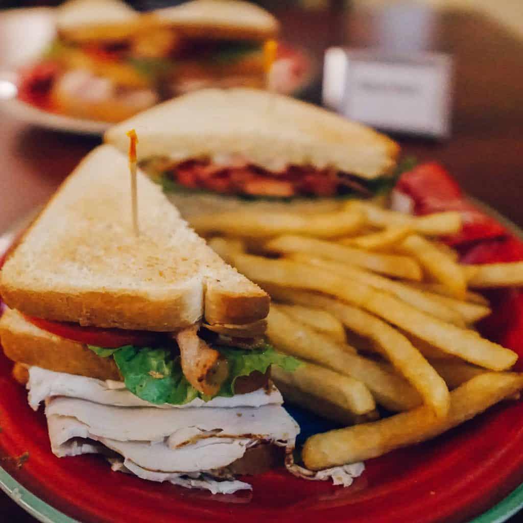 meals at winter clove inn : Sandwich and fries